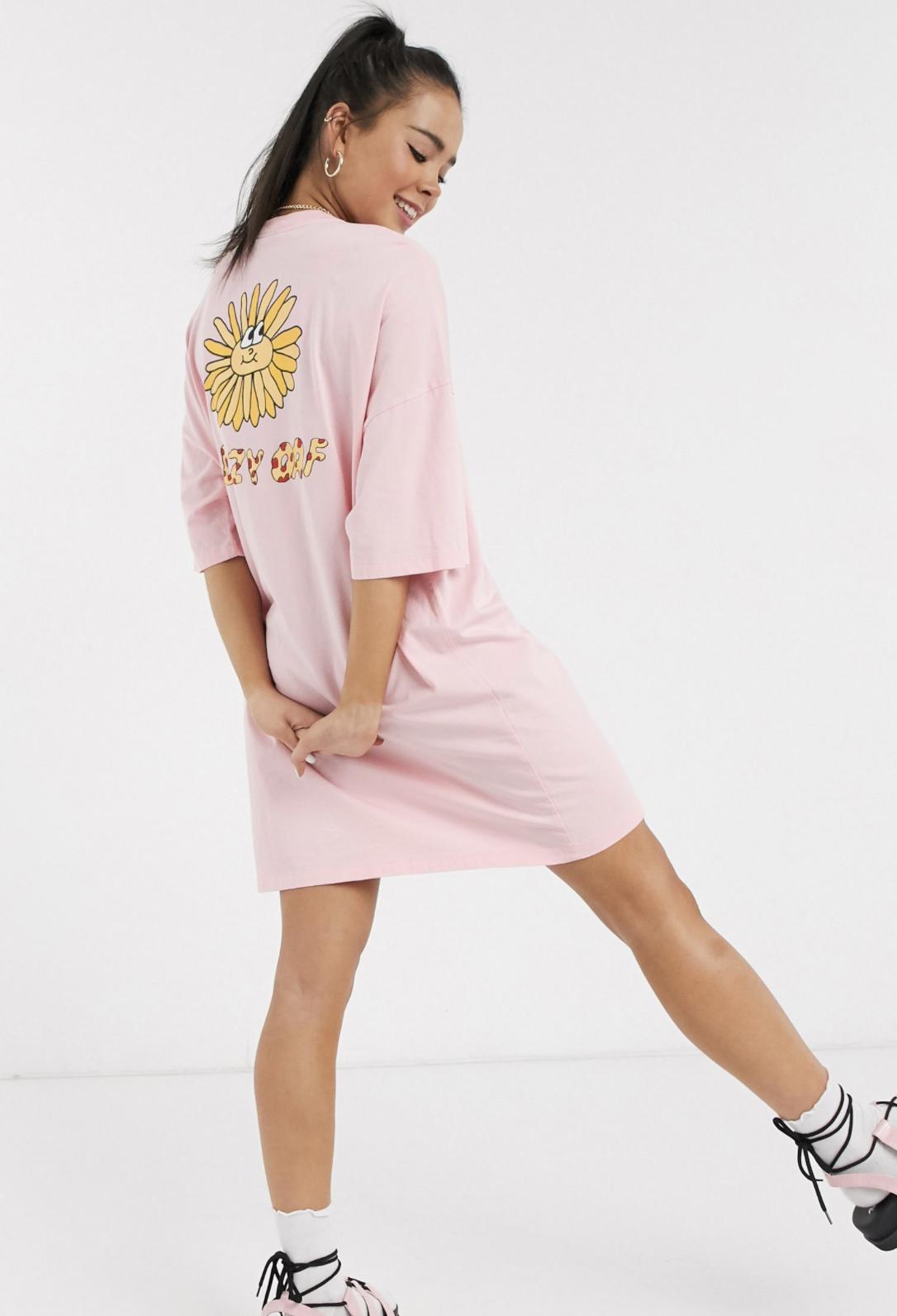 Vestido estilo camiseta extragrande con gráfico Sunshine de Lazy Oaf