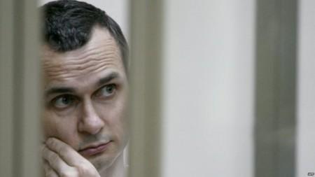 Oleg Sentsov, cineasta, condenado a 20 años de prisión
