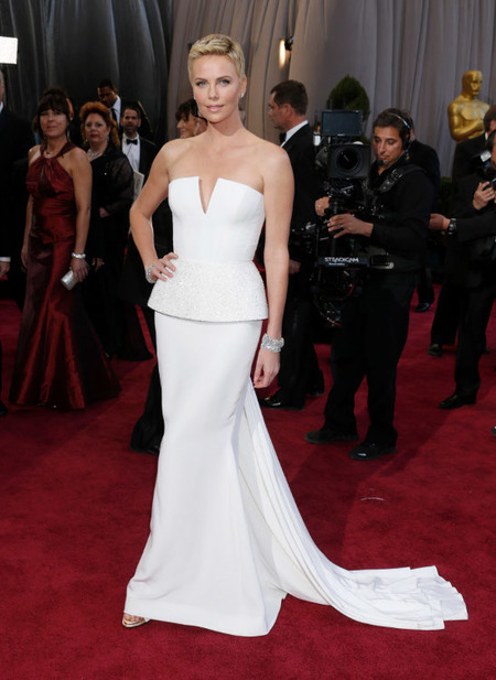 Charlize Theron vestido blanco Dior