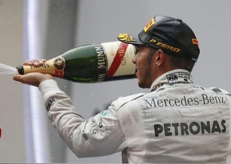 Lewis Hamilton contento con el resultado pero preocupado por no encontrar el ritmo