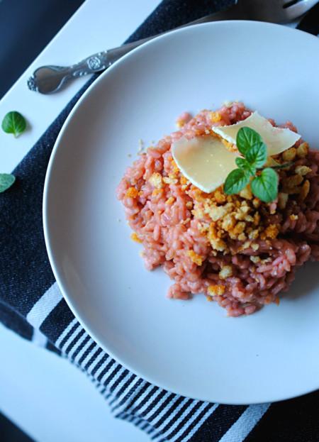 Receta de risotto de Kumato® y anchoas con crujiente de migas