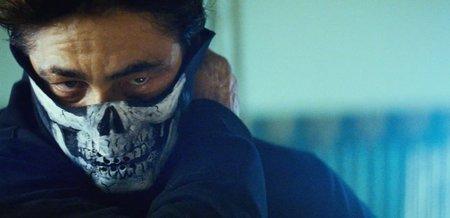 Benicio del Toro en una escena de Salvajes
