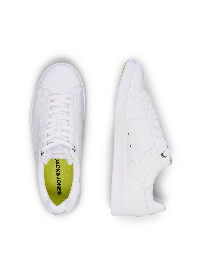 Zapatillas blancas en piel estilo urbano