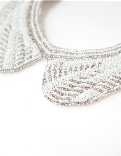 Decora tu cuello con los collares babero, el accesorio de moda más fashion