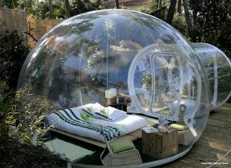 Una habitación para invitados con vistas