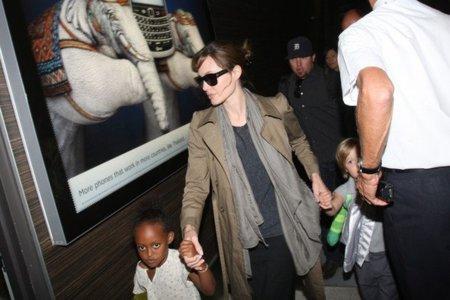Angelina Jolie, look de calle sport