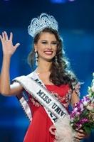 Stefanía Fernández, de Venezuela, se corona Miss Universo 2009