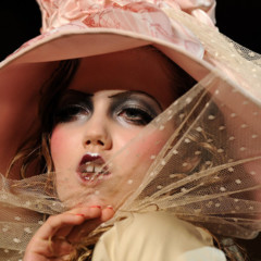 Foto 5 de 16 de la galería john-galliano-primavera-verano-2011-en-la-semana-de-la-moda-de-paris en Trendencias
