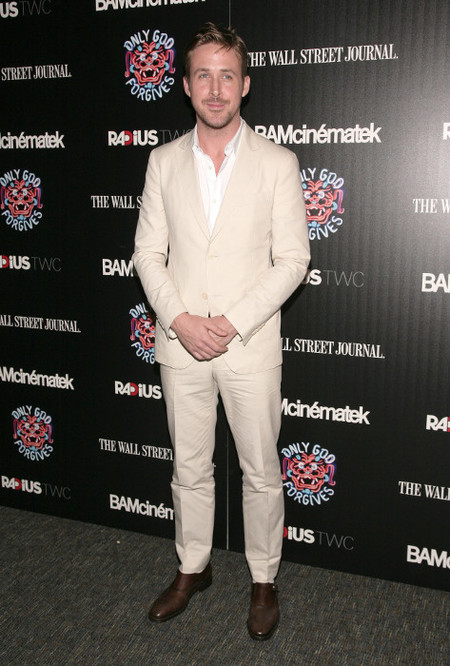 Ryan Gosling traje camel