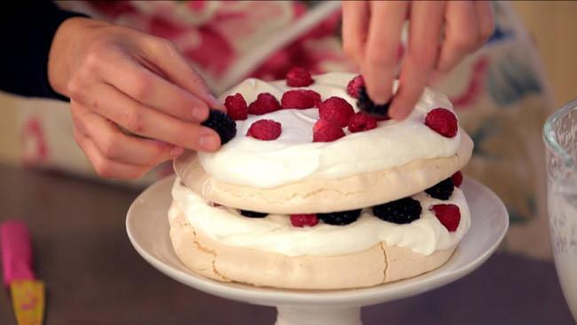 Receta de pavlova con frutos rojos