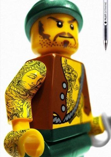 Muñecos de LEGO tatuados con Pilot, los Ángeles del Infierno amarillos I
