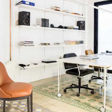 Este piso- estudio de Valencia convive con el pasado del edificio histórico en el que se encuentra