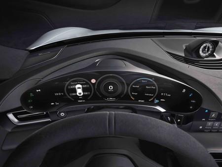 Porsche Taycan panel mandos curvo