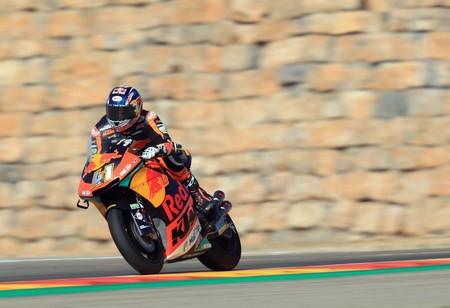 Brad Binder se adjudica una inteligente victoria en Moto2 y Pecco Bagnaia consolida su liderato en Aragón
