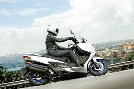 Suzuki Burgman 400 2021 006