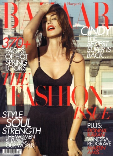 Cindy Crawford eternamente joven en la portada de Harper's Bazaar