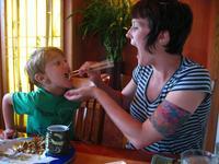 ¿No querrías que las comidas con los niños duraran un poco más? La clave está en crear un ambiente positivo