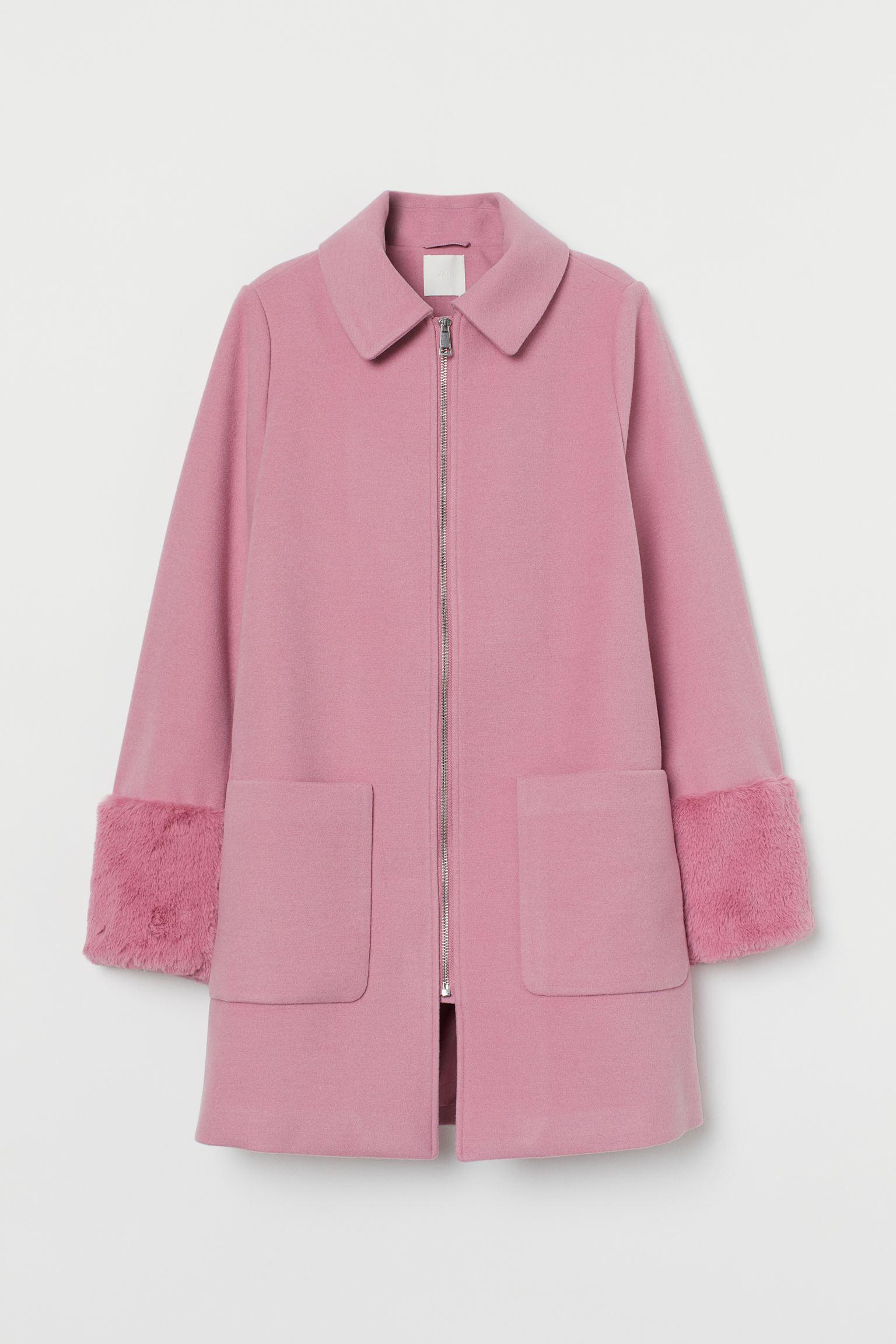 Abrigo rosa con cremallera y mangas de peluche