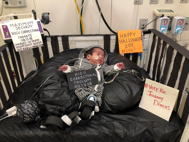 El tierno concurso de disfraces de bebés ingresados en la UCIN que celebran su primer Halloween
