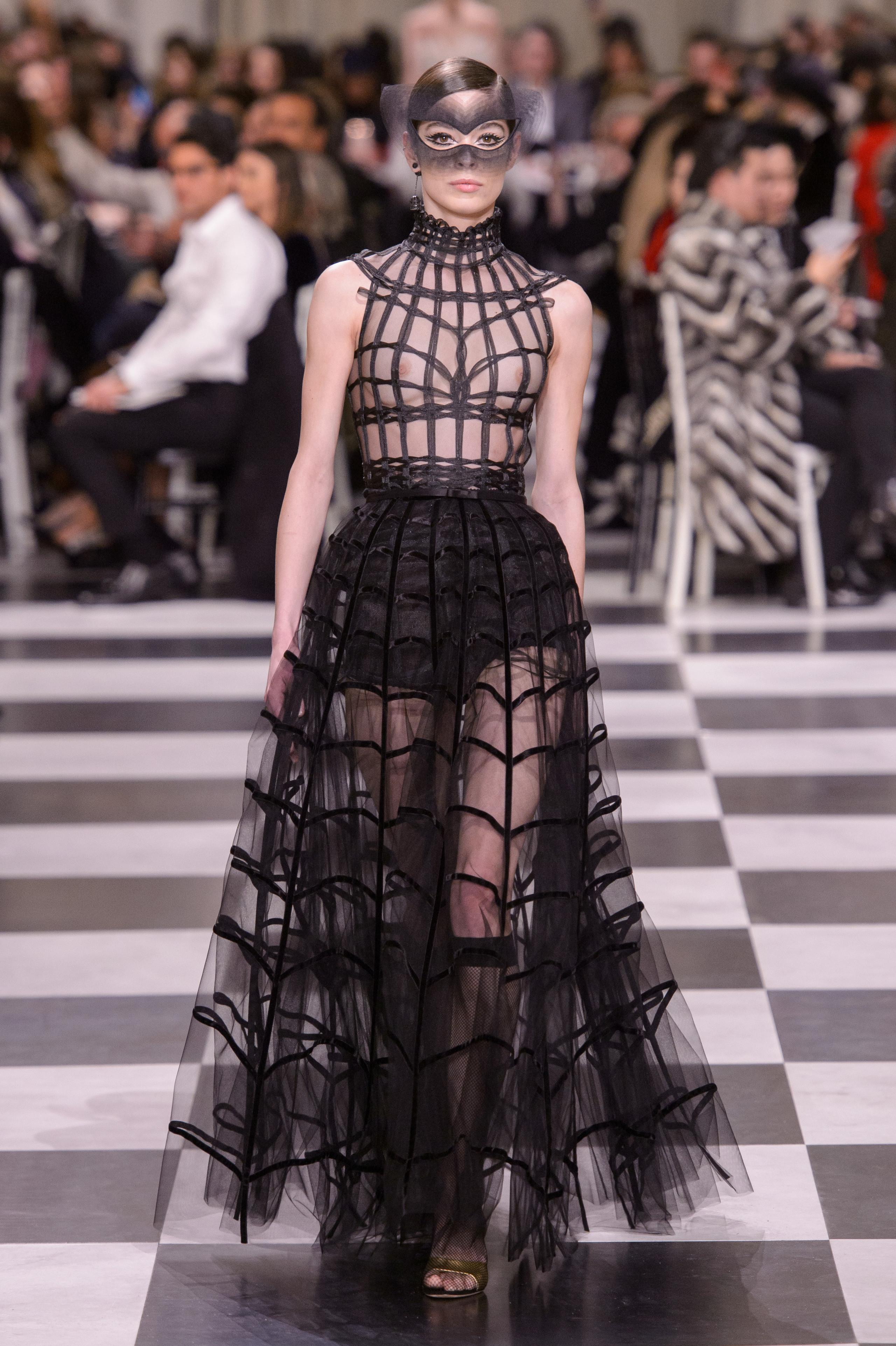 Foto de Dior Alta Costura: Maria Grazia Chiuri y su mágico desfile en blanco y negro Primavera-Verano 2018 (39/74)