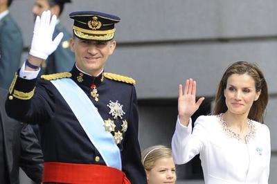 La Reina Letizia acierta con su primer look en el acto de proclamación