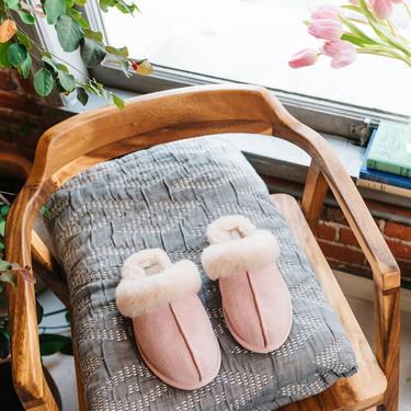 UGG tiene las zapatillas de estar en casa más molonas (y cómodas)