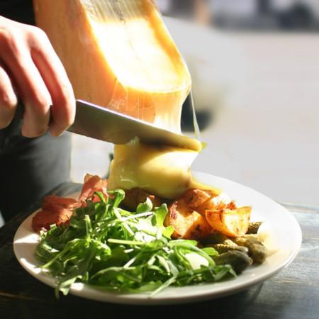 Nos derretimos por el restaurante Raclette de Nueva York: un local dedicado a los amantes del queso