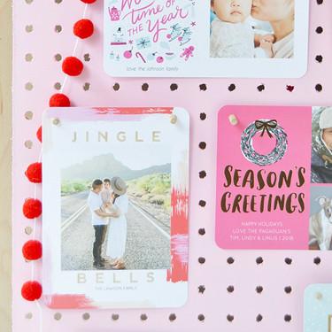 Hazlo tú mismo: cómo colocar las postales de felicitación que recibes por Navidad
