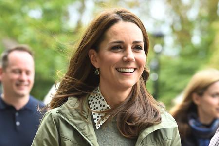 Kate Middleton retoma su agenda pública tras dar a luz con un look cargado de prendas básicas y muy recurrentes