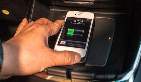 Todo lo que necesitas saber sobre el sistema de recarga Qi para smartphones de Toyota