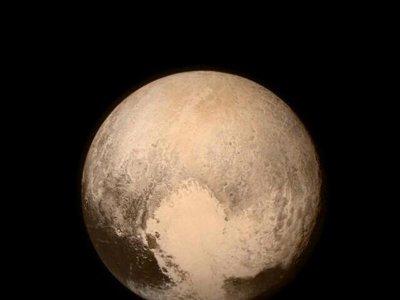 Con todos ustedes, la mejor foto hasta ahora de Plutón a todo color cortesía de la NASA