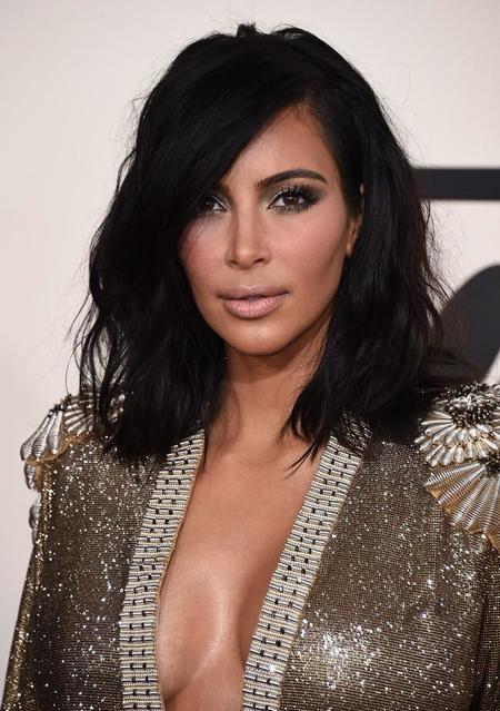 Descubrimos los básicos de belleza de Kim Kardashian, sólo aptos para grandes bolsillos