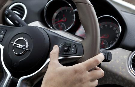 Las direccionales y otras 11 cosas que no utilizas de tu auto... y que quizá ya pagaste por ellas