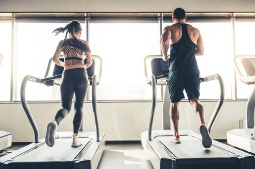 Correr en cinta no tiene por qué ser aburrido: prueba estas once rutinas diferentes