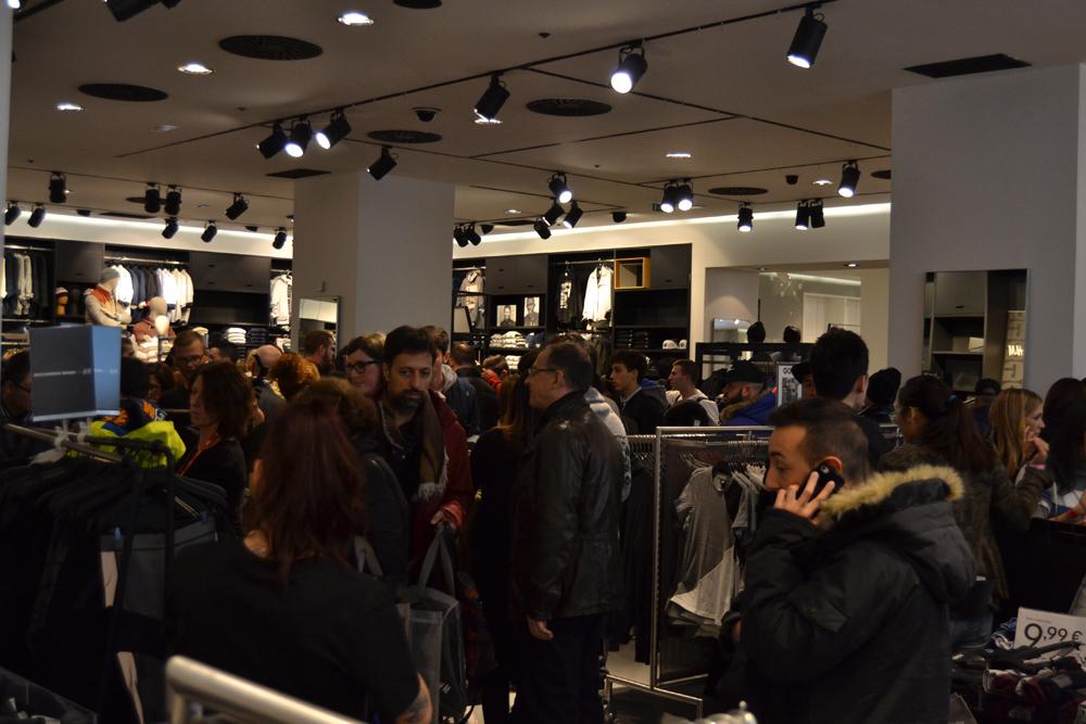 Foto de Alexander Wang x H&M, la colección llega a tienda (Madrid, Gran Vía) (22/27)