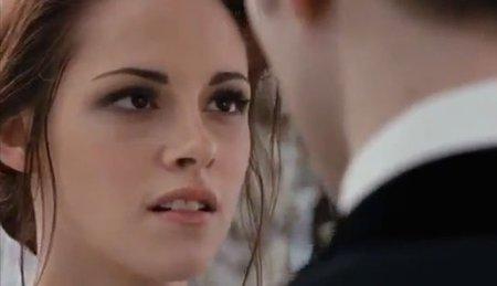 Kristen Stewart no se queja de su traje de bodas (como para hacerlo...)