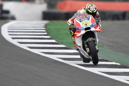 Andrea Iannone es baja por lesión para Japón, reaparecerá en el Gran Premio de Australia
