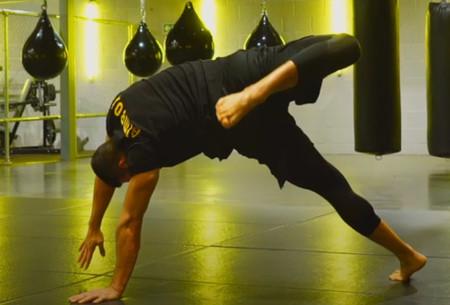 Trabaja todo tu cuerpo con animal flow: aprende a realizar scorpion switch para entrenar sin material