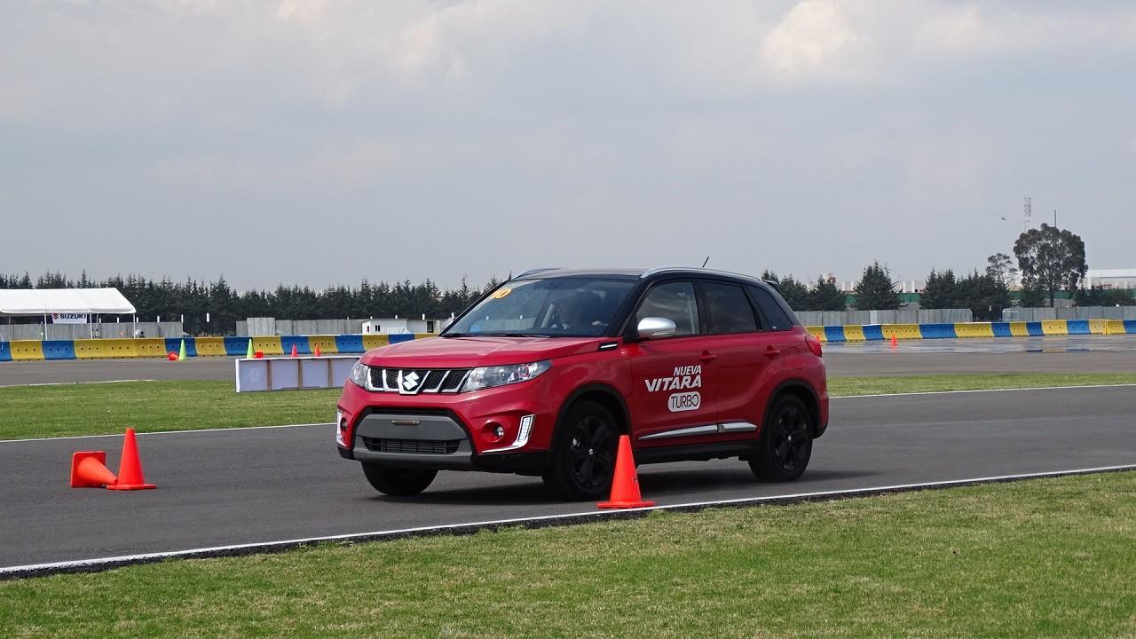Foto de Suzuki Vitara Turbo prueba de manejo (7/18)
