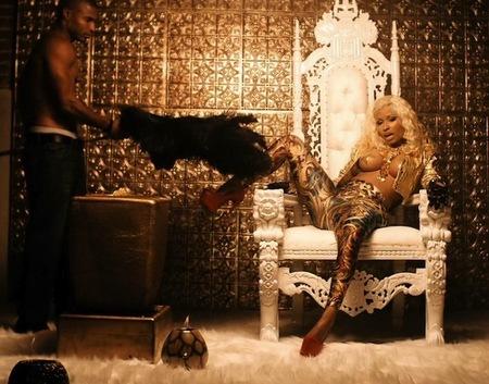 Para pechotes, los de Nicki Minaj en el nuevo videoclip 'Freaks'
