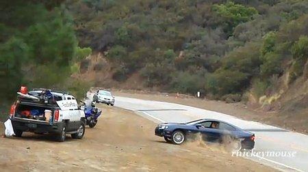 Ni aparcado lejos de la carretera estás a salvo