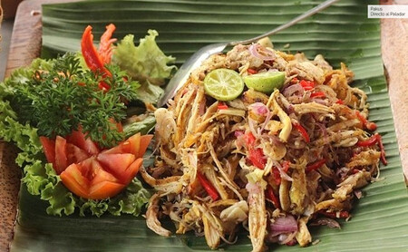 Ensalada balinesa de pollo, receta original con toque asiático