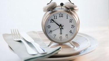 Dedicarle tiempo a la comida, un hábito que nos ayuda a comer menos