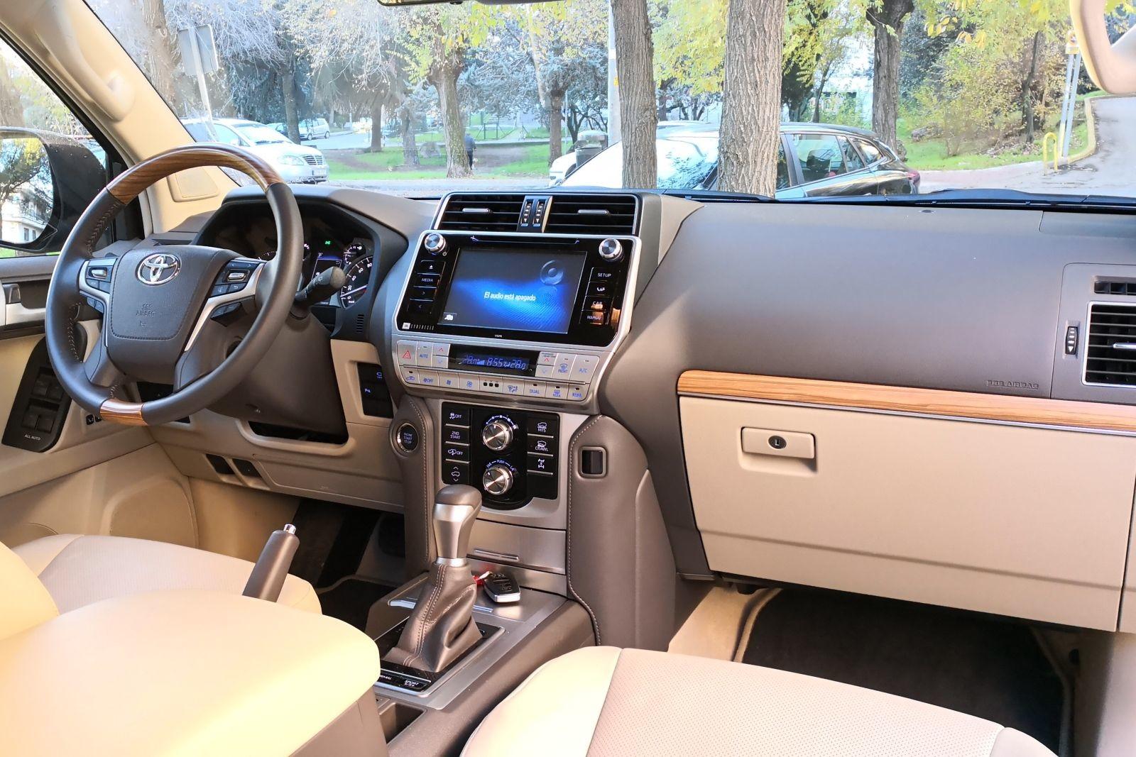 Foto de Toyota Land Cruiser Limited - Fotos interiores (7/25)