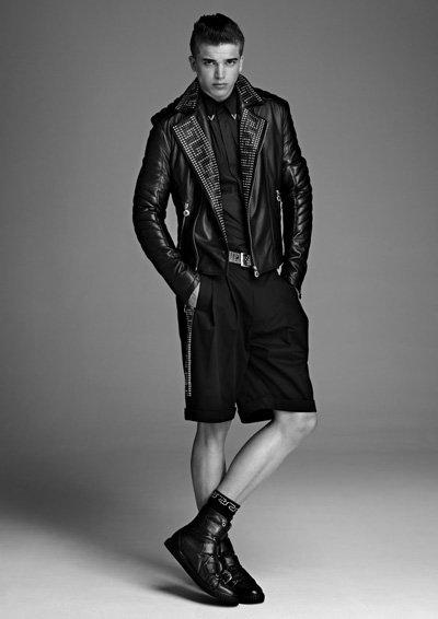 Un nuevo look de la colección de Versace para H&M