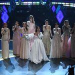 Las Elsas del mundo se reúnen en los Premios Oscar 2020 para una mágica interpretación de 'Into the Unknown', de 'Frozen 2'