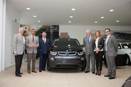 BMW entrega el primer i3 vendido en México