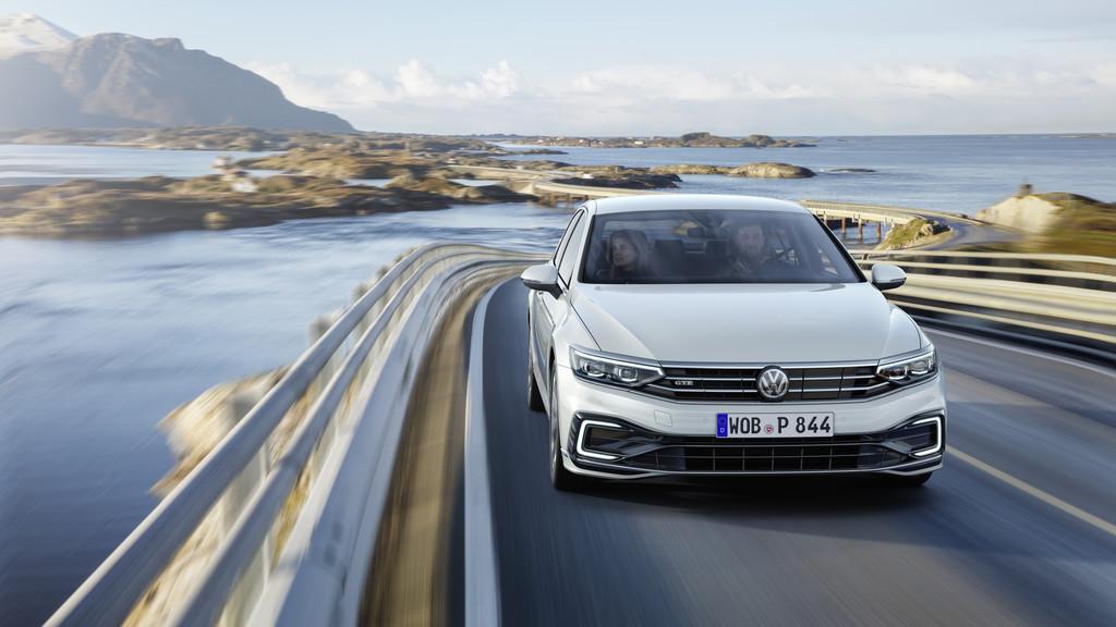 Volkswagen Passat GTE: la berlina híbrida enchufable, ya en España con 57 km de autonomía eléctrica y un precio desde 48.670 euros