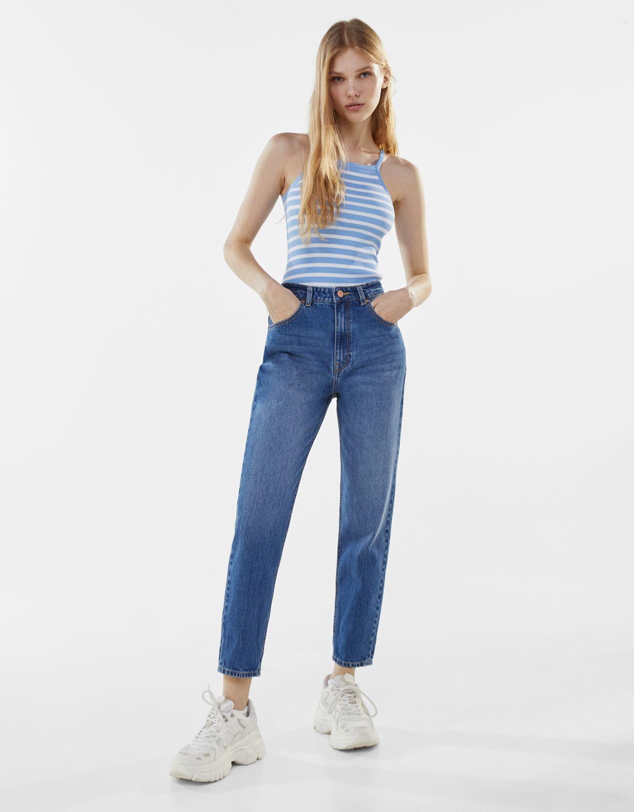 Pantalones vaqueros con diseño mom