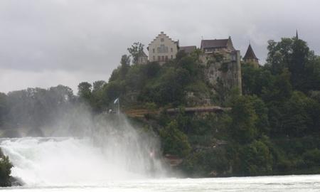 Castillo Laufen en Rheinfall